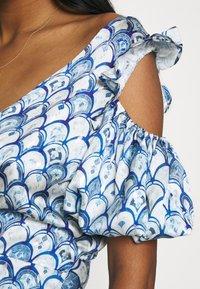 Never Fully Dressed - MARBLE PRINT COLD SHOULDER WRAP - Day dress - blue - 4