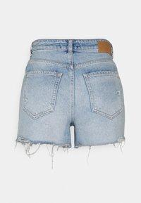 Pieces - PCTULLA EMBROIDERY - Shorts vaqueros - light blue denim - 1