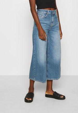 LEONA CULOTTES - Jeans a zampa - medium blue denim