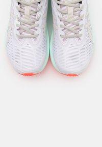ASICS SportStyle - NOVABLAST SPS - Sneakers - white/midnight - 5