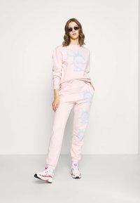 NEW girl ORDER - WORLDWIDE SWEAT CO-ORD - Bluza - pink - 1