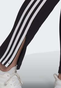 adidas Performance - ADIDAS SPORTSWEAR 3-STRIPES SKINNY PANTS - Pantalon de survêtement - black/white - 4