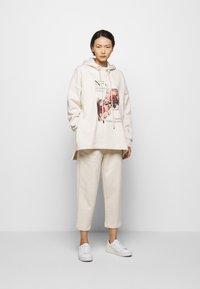 Mother of Pearl - PRINTED HOODIE WITH THICK - Mikina skapucí - oatmeal - 1