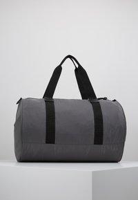 DAY Birger et Mikkelsen - GWENETH SPORT - Sports bag - asphalt - 2