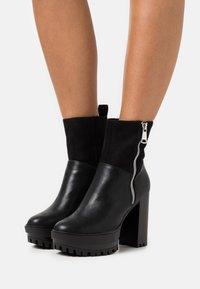 Even&Odd - Kotníková obuv na vysokém podpatku - black - 0