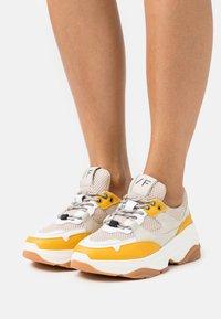 Selected Femme - Sneakers laag - citrus - 0