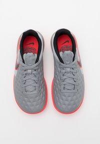 Nike Performance - TIEMPO JR LEGEND 8 ACADEMY IC UNISEX - Indoor football boots - metallic bomber grey/black/particle grey - 3