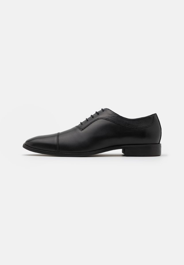 BANBURY - Stringate eleganti - black