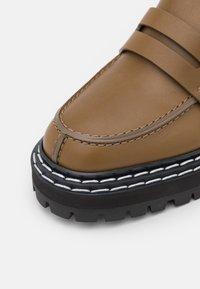 Proenza Schouler - LUG SOLE LOAFERS - Nazouvací boty - khaki - 6