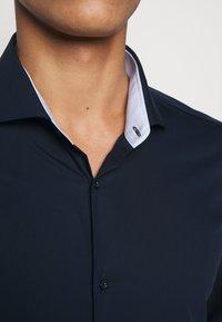 HUGO - ERRIK SLIM FIT - Formal shirt - navy - 4