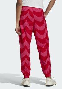 adidas Originals - X MARIMEKKO - Jogginghose - vivid red/team real magenta - 1
