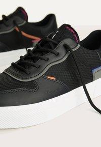 Bershka - Sneakers basse - black - 4