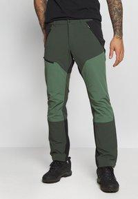 Peak Performance - LIGHT CARBON PANTS - Długie spodnie trekkingowe - drift green - 0