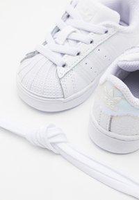 adidas Originals - SUPERSTAR SPORTS INSPIRED SHOES UNISEX - Zapatillas - footwear white/core black - 5