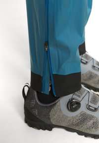 Patagonia - DIRT ROAMER STORM PANTS - Outdoorové kalhoty - steller blue - 4