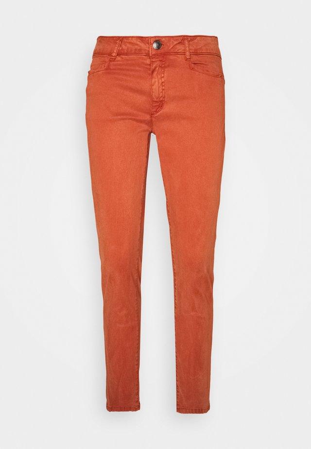 Slim fit jeans - terracotta