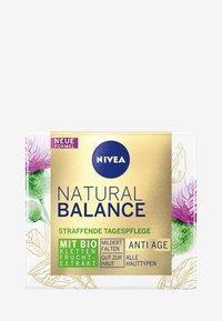 Nivea - NATURALLY GOOD ANTI-AGE DAY CARE - Anti-Aging - - - 3