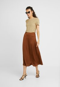 PIECES Tall - PCSANDRA MIDI SKIRT - A-snit nederdel/ A-formede nederdele - bison - 1