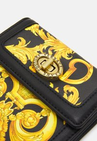 Versace Jeans Couture - LULA FRENCH WALLET - Wallet - black - 5