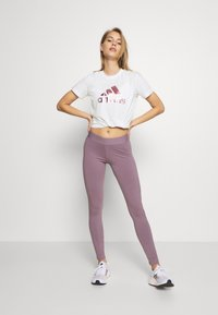 adidas Performance - UNIVVOL TEE - T-shirt z nadrukiem - white - 1