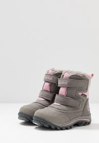 Timberland - CHILLBERG 2-STRAP GTX - Winter boots - medium grey - 3