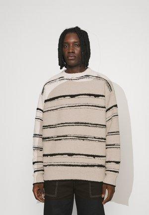 HENNESSEY BRUSHED STRIPE  - Stickad tröja - off-white