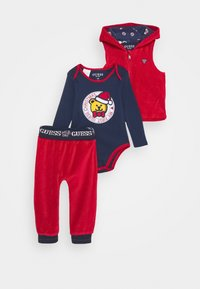 Guess - VEST BODY PANTS BABY SET - Body - tulip red - 0