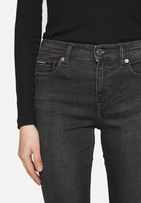Tommy Jeans - NORA SKINNY ZIP - Jeans Skinny Fit - iris black - 3