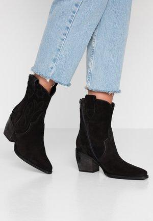 LUNA - Cowboy/biker ankle boot - schwarz
