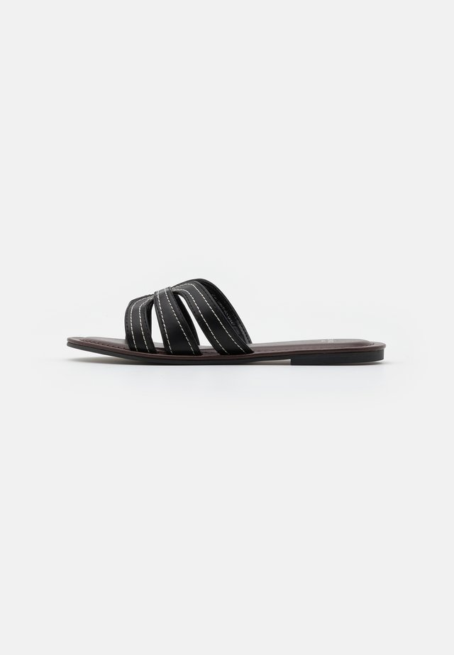WIDE FIT STITCH MULE - Sandalias planas - black