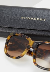 Burberry - Solglasögon - light havana - 2