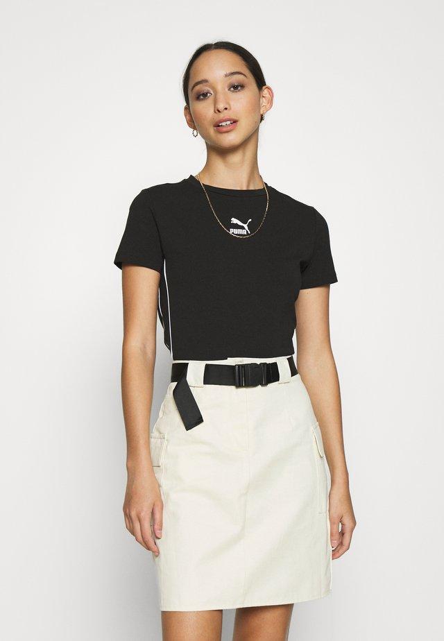 CLASSICS TIGHT CROPPED - Camiseta estampada - black