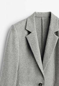 Massimo Dutti - MIT EIN KNOPF VERSCHLUSS  - Short coat - grey - 2