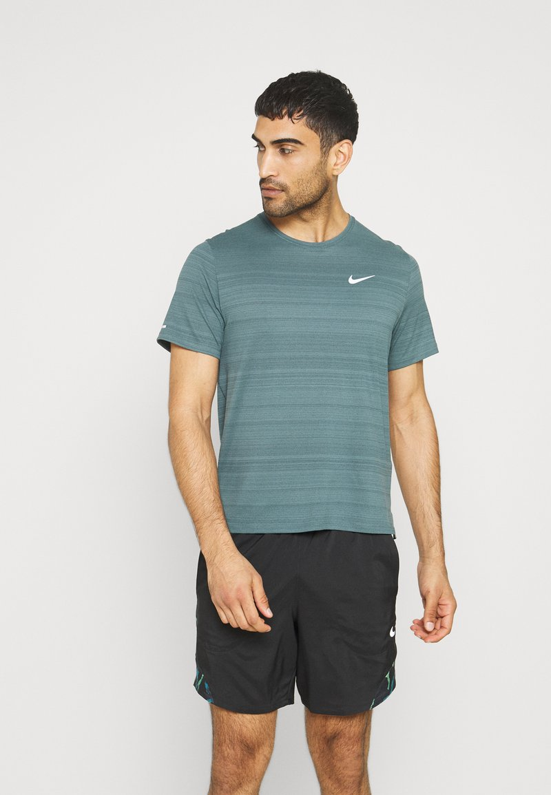 Nike Performance - MILER  - T-shirts basic - dark green