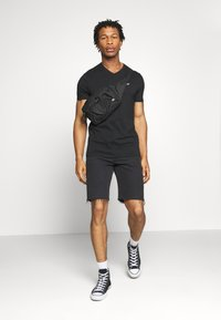 Hollister Co. - SOLIDS  - Basic T-shirt - black - 1