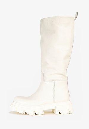 Platform boots - crema cma