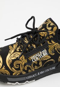 Versace Jeans Couture - DYNAMIC - Baskets basses - nero/oro - 5