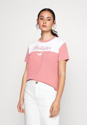 SPORTY - Print T-shirt - pink