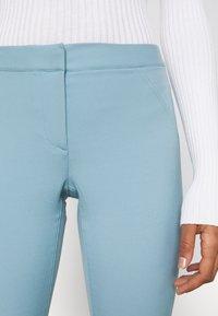 Weekday - RITZA SKINNY FLARED TROUSER - Kalhoty - blue - 5