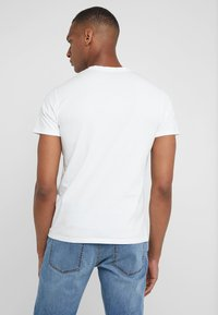 HKT by Hackett - EVEREST TEE - Triko s potiskem - white - 2