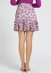 Guess - CHIKA SKIRT - Spódnica mini - mehrfarbe rose - 2