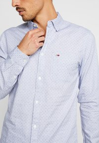 Tommy Jeans - DOBBY  - Shirt - classic white - 4