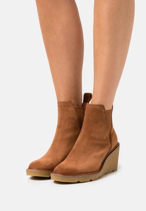 Wedge Ankle Boots - dark tan