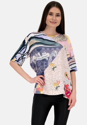 MIT ALLOVER MUSTER - Blouse - true story patch