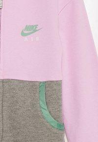 Nike Sportswear - NIKE AIR - Hoodie met rits - arctic pink - 2