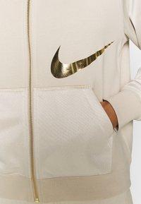 Nike Sportswear - Sweatjacke - oatmeal/metallic gold - 5