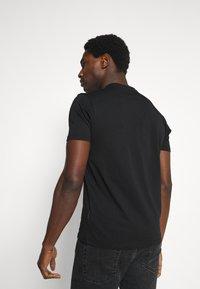 Schott - LOGO - Print T-shirt - black - 2