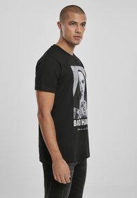 Mister Tee - BAD HABIT - T-shirt med print - black - 4