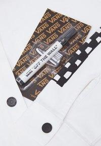 Vans - MAKE ME YOUR OWN - Lehká bunda - white - 7