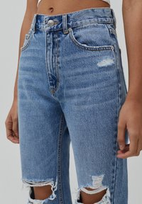 PULL&BEAR - MOM - Jeansy Relaxed Fit - light blue - 4
